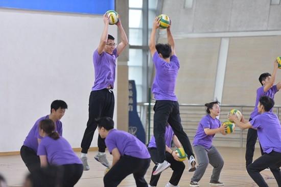 季浏体育课应留出更多时间让学生运动起来